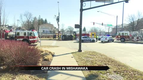 At least one hurt in Mishawaka crash