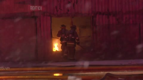 Firefighters respond to commercial fire in Elkhart