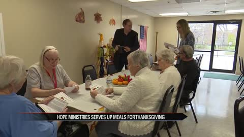 families volunteer with hope ministries for thanksgiving
