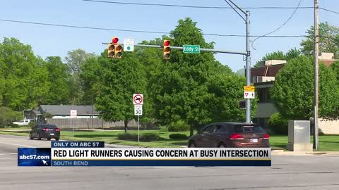 Red light runners causing concerns at busy South Bend intersection