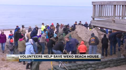Volunteers help save weko beach house