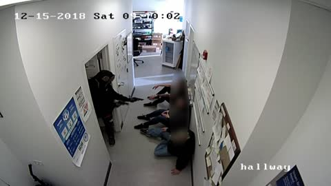 Caught on camera: Armed suspects rob Germantown AT&T store