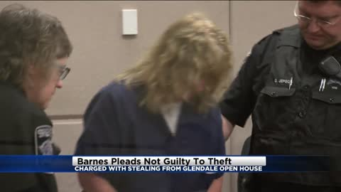 Woman charged with stealing from Glendale open house pleads not guilty