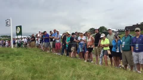 Big crowds at U.S. Open 2nd practice round despite delay, mud
