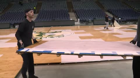 BMO Harris Bradley Center crew makes last big overnight changeover