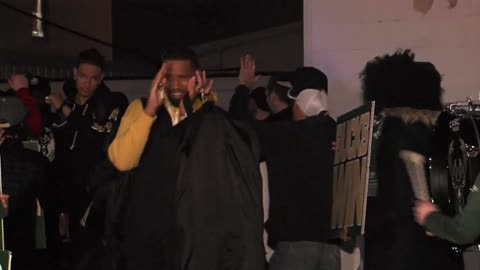 Bucks fans welcome team home after Game 4 win with chants, cheers