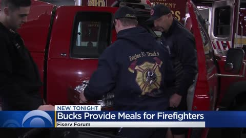Bucks prepare Thanksgiving meal for Milwaukee firefighters