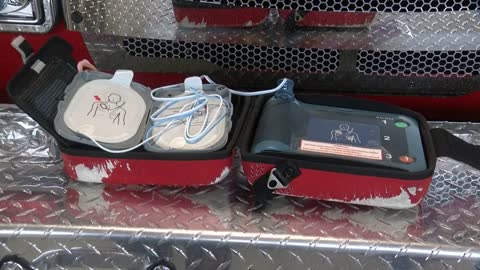 Man collapses in Racine restaurant, Caledonia Police trained in AED save man