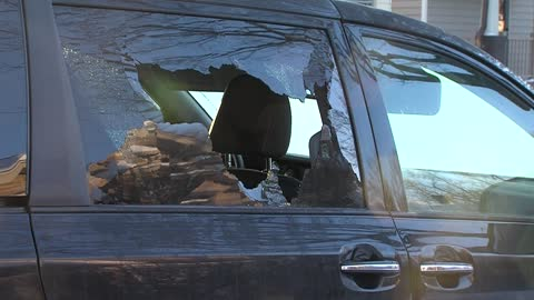 Auto glass company in Milwaukee offering discount for vandalism damage
