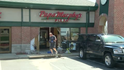 Car plows into Papa Murphy's Pizza in Oak Creek after driver accidentally hits gas pedal