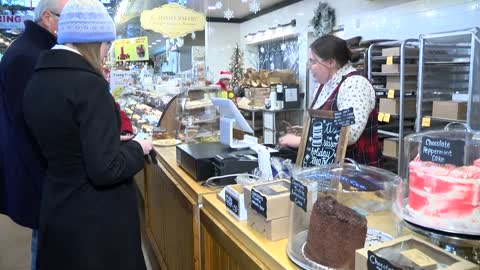 Milwaukee bakery takes in the holiday rush on Christmas Eve