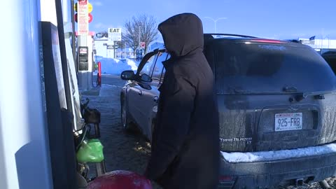 Drivers fill up gas tanks ahead of freezing temperatures