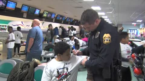 Cops and kids bond over bowling in Waukesha