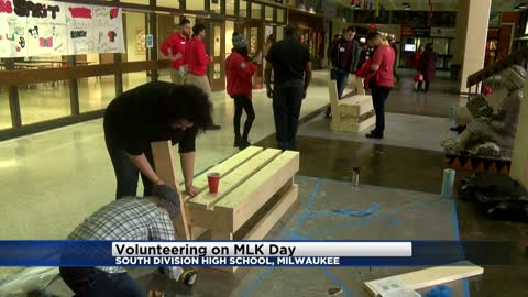 Hundreds volunteer for day of service in Milwaukee