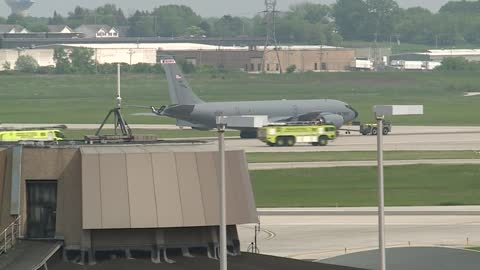 Military plane makes emergency landing at Mitchell International Airport