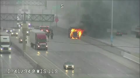 Dump truck catches fire on I-41 in Milwaukee