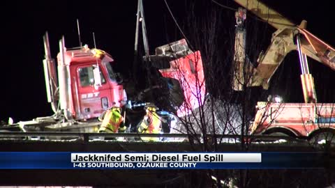 Semi crash shuts down I-43 near Grafton Thursday night