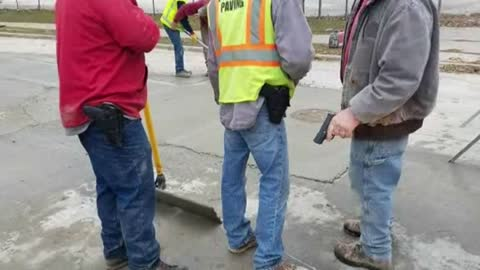 Milwaukee debates workers carrying guns at city job sites