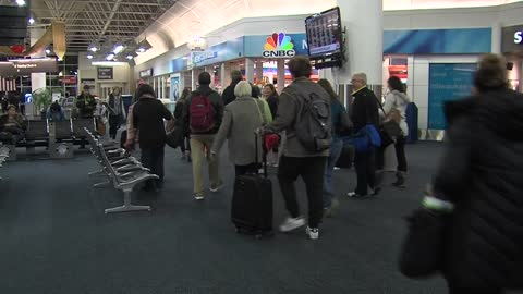 Holiday travel picks up in Milwaukee, nationwide