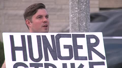 Candlelight vigil held to support Alex Brower's hunger strike for MPS Substitute Teacher healthcare