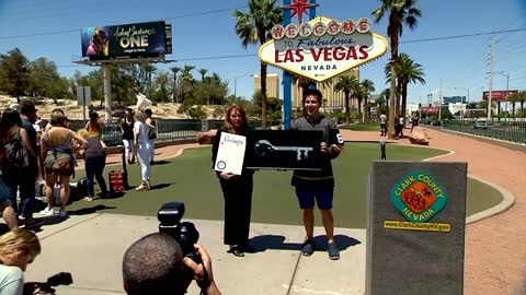 Jeopardy! champion given ceremonial key to Las Vegas Strip
