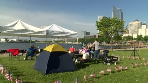 Crowds begin to gather at Veterans Park before fireworks show