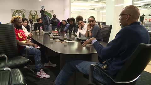 Kareem Abdul-Jabbar holds Q&A session with Milwaukee-area students