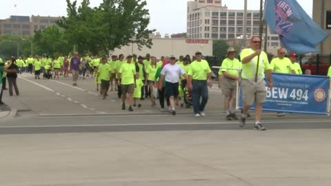 """We are everyday workers."" Thousands attend Laborfest on Summerfest grounds"