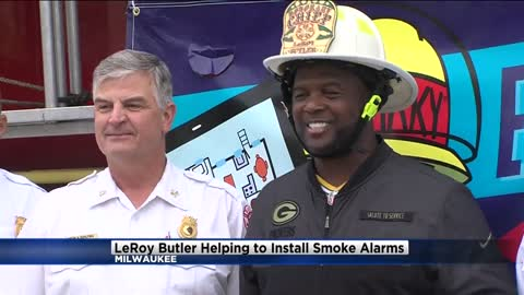 New honorary fire chief 'LeRoy Butler' helps install smoke alarms in Milwaukee