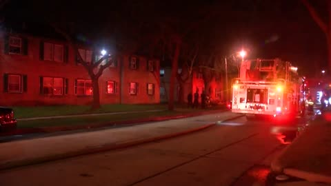 Around 30 displaced in Milwaukee apartment fire