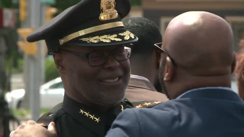 Mr. Perkins Restaurant celebrates 50th anniversary, gets visit from Milwaukee Co. Sheriff