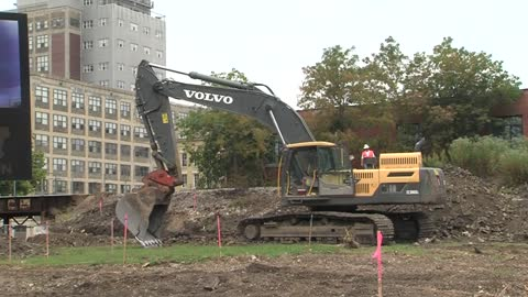 Developers break ground on new apartment building in Walker's Point neighborhood