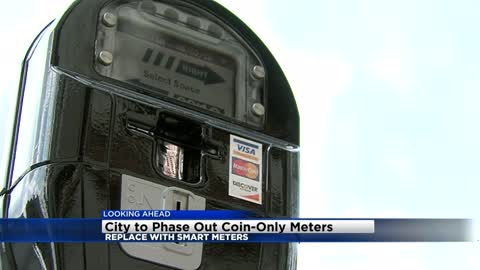 "Milwaukee unveils new ""smart parking meters"", old meters being phased out"