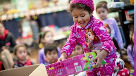 Noche de Niños toy drive benefits Milwaukee area kids