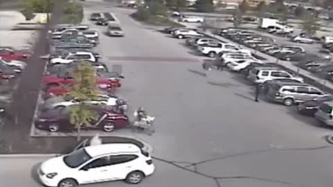 Police issue warning to holiday shoppers after spike in parking lot thefts