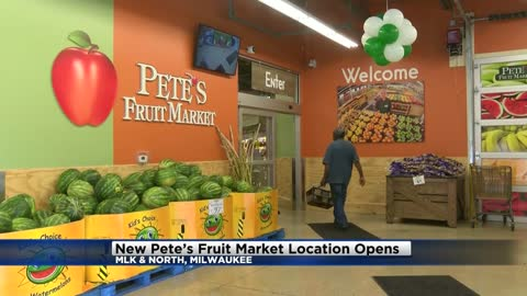 Pete's Fruit Market opens in Bronzeville neighborhood