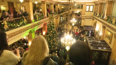 Pfister Hotel holds annual tree lighting ceremony