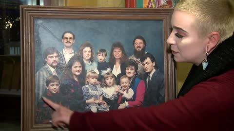 Family reunited with 1991 portrait hidden underneath Christmas decoration at Goodwill