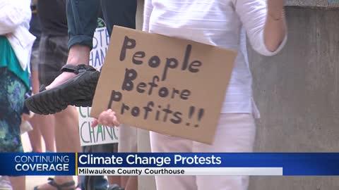 Activists outside Milwaukee County Courthouse demand leaders to take threat of climate change seriously