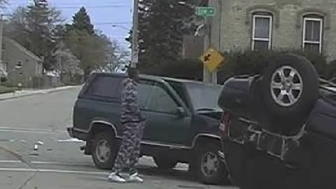 Suspect steals purse from car at crash scene, Racine Police investigating