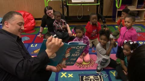 Officers, firefighters read to Milwaukee students