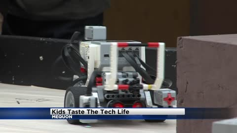 Students learn about robots, engineering during robotics program at Rockwell Automation