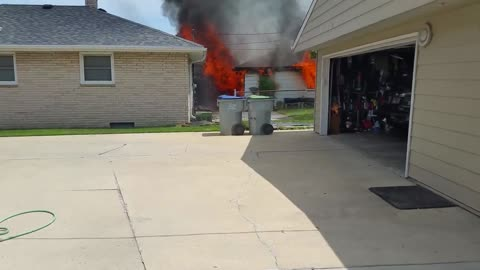 Garage on Milwaukee's south side damaged by fire