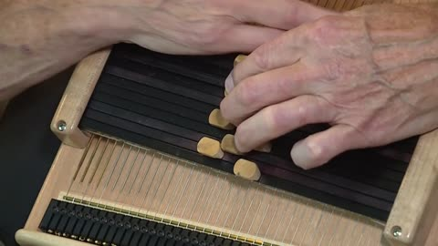 Note by note: Milwaukee musician has Autoharp tune for any occasion