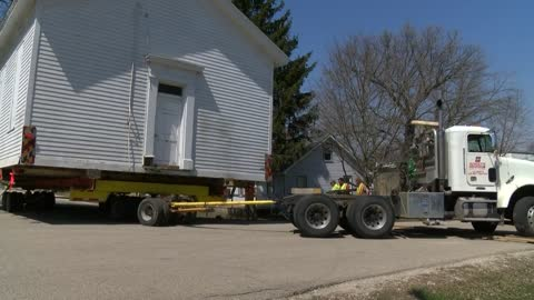 Hauling history: Town of Bristol moves historic town hall in tact