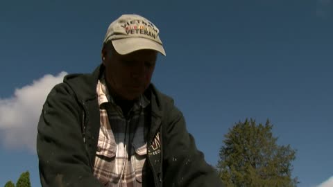 Monument man undertakes mission to clean grave markers of Wisconsin veterans