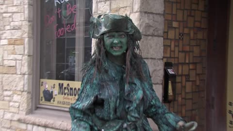 Sunday Morning Spotlight: Alice the Living Statue