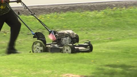 Veteran in Sussex gets lawn mowed for free by total stranger