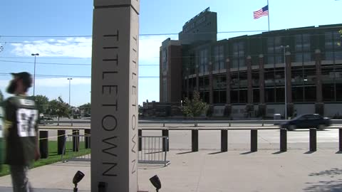 Packers fans take in Titletown District