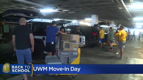 Thousands of UWM students move into residence halls